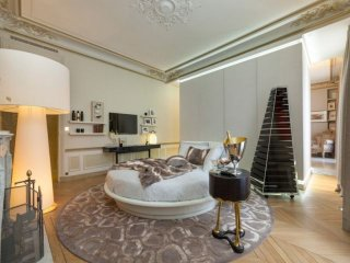 Live in one of the exquisite 270 sqm, Paris