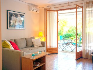 A Charming Apartment next to the Beach-Vouliagmeni
