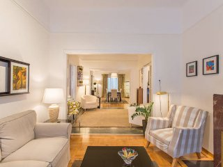 A LUXURY 3BDR FAMILY APT IN ATHENS, Atenas
