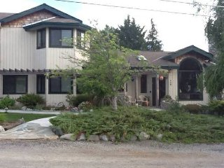 Country Living Chalet, only 5 minutes to downtown!, Ashland