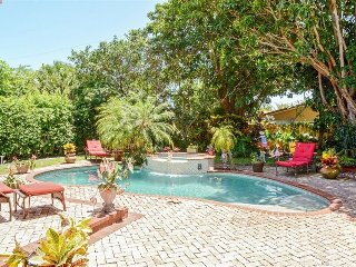 Luxurious 3 Bedroom 3 Bath Tropical Pool Oasis!