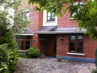 Large 5 Bedroom Detached (Aug 2016 €260 per night), Dublín