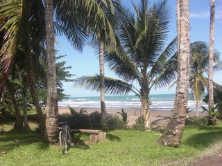 Beautiful 2 bedroom house 150m from the beach, Cahuita