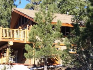 NEWLY REMODELED CABIN-ALL AMENITIES-GORGEOUS 280 DEGREE VIEW