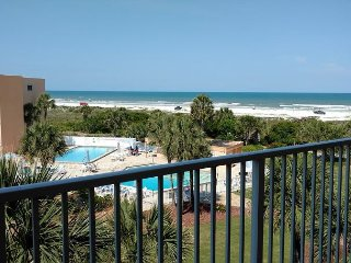 St. Augustine Beach and Tennis 405, Steps to Beach, 2 Pools, WIFI, Saint Augustine