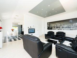 Bon Vivant Apartment 2 & Private Beach, Mlini