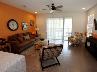 Great Townhome With Pool and Private Back yard, Clermont