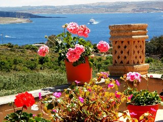 Gozo Holidays Rental Near The Sea - No Car Needed, Ghajnsielem