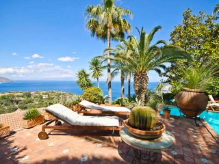 PANORAMIC APARTMENT with pool & view, Taormina