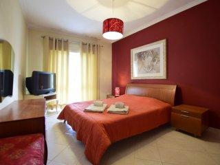 2 bed Apar 5min to the beach V, Quarteira