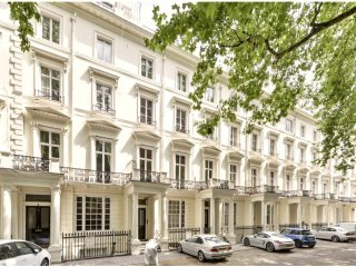 LARGE 3-Bedroom Luxury Flat by HYDE PARK