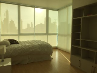 Large 1 Bedroom + Den Unit W/ Parking, Ciudad de Panamá