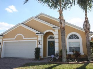 Attractive 4 Bedroom 3 Bath Vacation Home with South Facing Pool. 131VD, Davenport