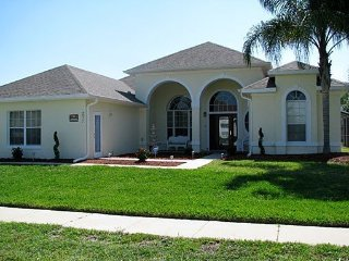 Formosa Gardens 6 Bedroom Pool Home Just Minutes from Disney. 2811SSC, Four Corners