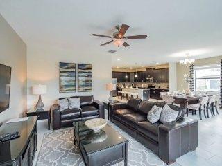 6 Bedroom 5 Bath Solterra Resort Pool Home with 4 King Bedrooms. 5481SC, Davenport