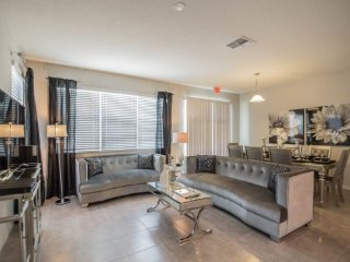 Glamorous 4 Bedroom 3.5 Bath End Unit Town Home Located in Compass Bay. 5137CHD, Old Town