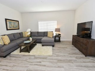 Modern 4 Bedroom 4 Bath Town Home in Golf Resort. 1610MVD, Loughman