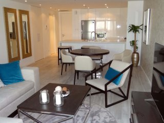 Signature Holiday Homes- Luxury 1 Bedroom Apartmen, Dubai