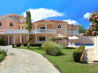 Private 6 bedroom villa great for parties and get togethers, Sosúa