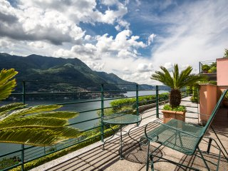 BEAUTIFUL  ESCAPE  COMO