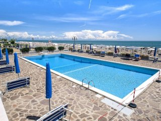 Sea-view apartment with pools and beach nearVenice, Jesolo
