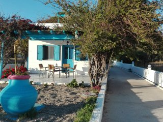 Moustakas Beach Apartments, Adamas