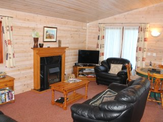 5* Shorefield Park,  3 Bed Wood Lodge, Sleeps 6.