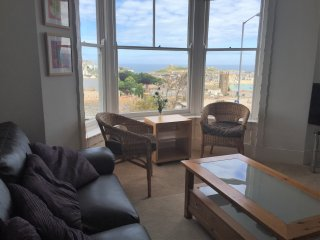 Spacious 2 bedroom apartment, superb sea views, St. Ives