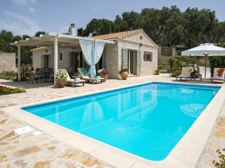 Aloni Villa With Magnificent Views and Private Pool, Paxos