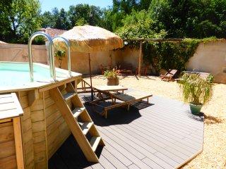 Sun deck & shade area