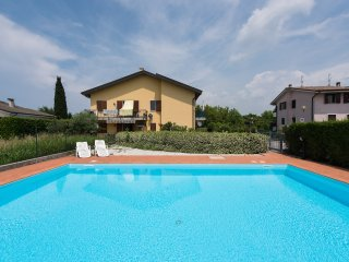 Residence with swimming pool -6 sleeps, Castelnuovo del Garda