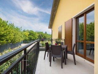 Residence with swimming pool -6 sleeps
