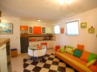 APARTMENT EDI - CENTRALLY LOCATED, Hvar