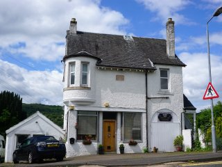 Shore View Holiday Let    at head of the Gareloch, Garelochhead