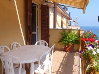 50 metri dalla spiaggia due terrazzi sul mare, Celle Ligure