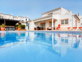 Casa Llamados Brand New Villa with heated pool, Guia