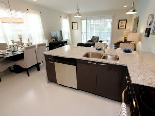 Quiet End Unit, 3 Bed 3 Bath Townhouse With Pool, Clermont