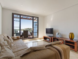 Bright 2 Bedroom Penthouse With Views R129, Benahavis