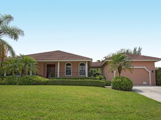 Luxury 3 Bed 2 Bath Home, Pvt Heated Pool and Spa, Marco Island