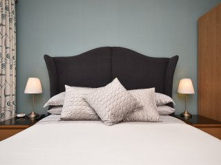 King-size Hypnos bed