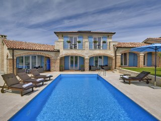 Luxurious Vila Dennis, 300 Meters From Sea