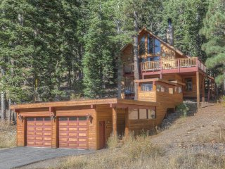 Walk to Ski Lifts at Alpine Meadows! Sauna, HT tub, Tahoe City
