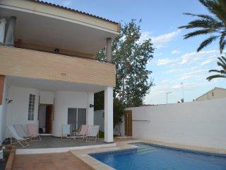 Chalet con piscina en Playa Almardà, Playa de Almarda