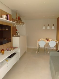 Espaço integrado: sala varanda e cozinha, iluminação especial