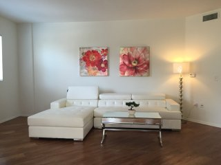 BONAPARTE 2bed/2bath APT, West Hollywood
