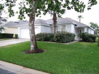 Close to Disney 4 bedroom 3 bathroom Home w/ pool, Davenport