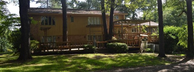 Hilltop Lodge (sleeps 20) No Pets, Broken Bow