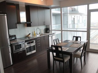 Downtown Pied-a-Terre, Close to All, Toronto