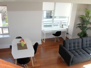 Sunny Executive 2BR Annex Retreat, Toronto