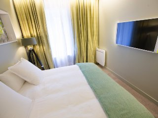 Appartement haut de gamme 2 chambres, acces jardin